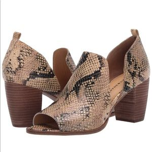 Lucky Brand Leather Junai Snake Sandal. Size 9.5